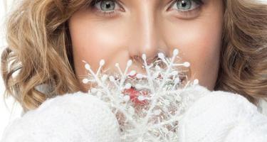 Великолепным зимним подарком по любому поводу и без станет полный комплект по диагностике и уходу за кожей в медицинском центре -