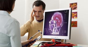 Вам необходима консультация невролога, обращайтесь в медицинский центр -